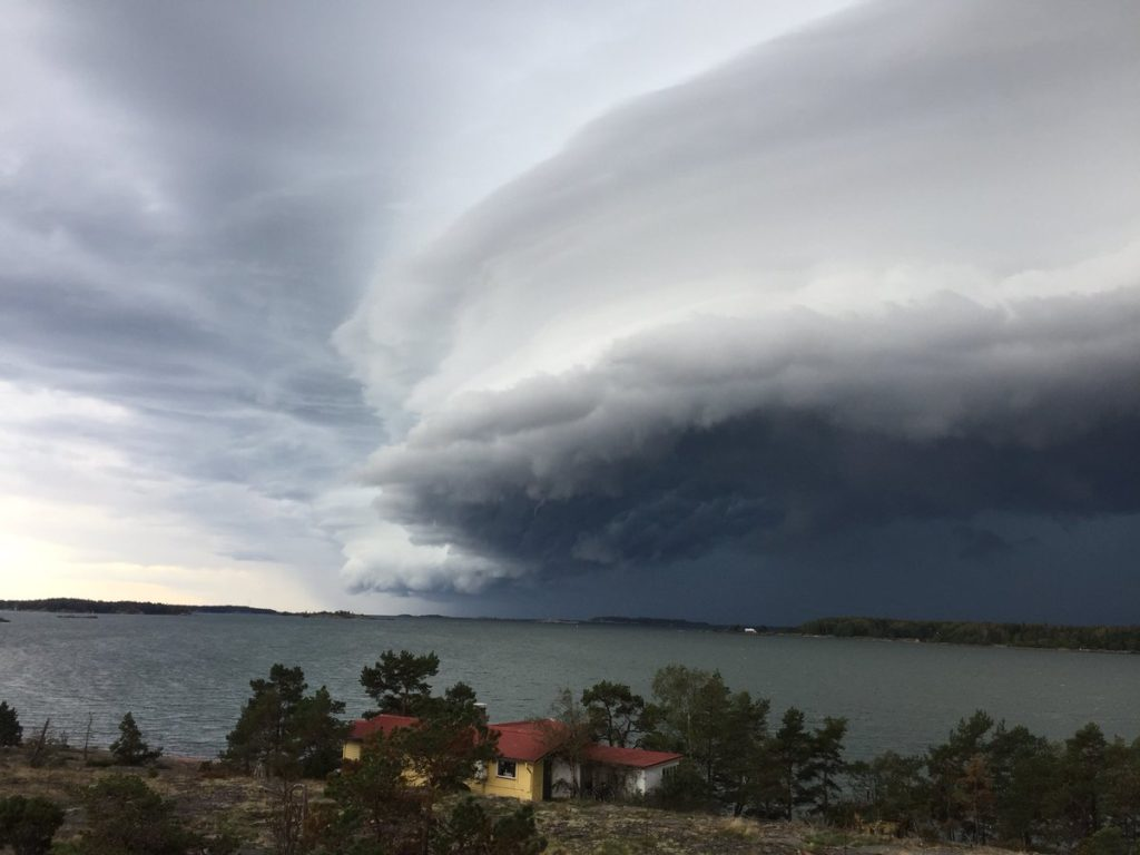 shelf cloud and funnel