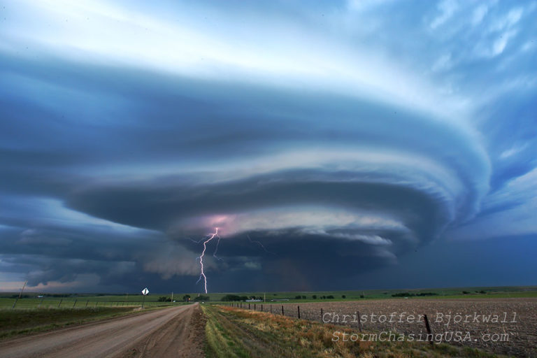 storm structure tornado lightning